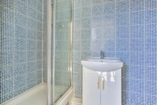 En-Suite of Cowlishaw Road, Sheffield, South Yorkshire S11
