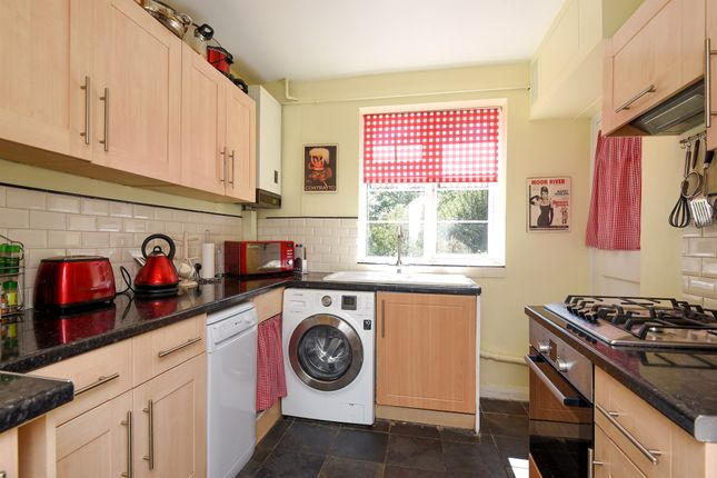 2 bed flat for sale in Limes Gardens, Southfields, London