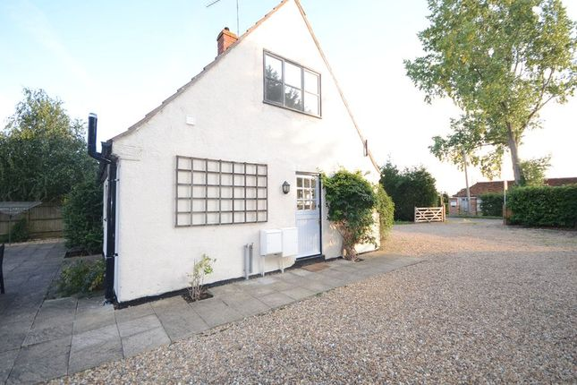 Thumbnail Cottage to rent in Crouch Lane, Winkfield, Windsor