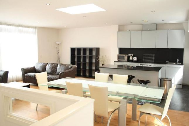 Flat to rent in Hainault Street, Ilford, Essex