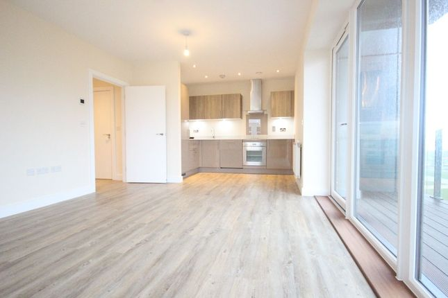 Thumbnail Flat to rent in Peninsula Quay, Pegasus Way, Victory Pier, Gillingham