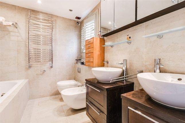 Bathroom of Glebe Road, London SW13