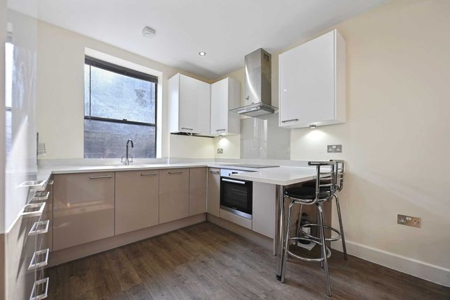 2 bed flat to rent in Artillery Lane, Liverpool Street E1