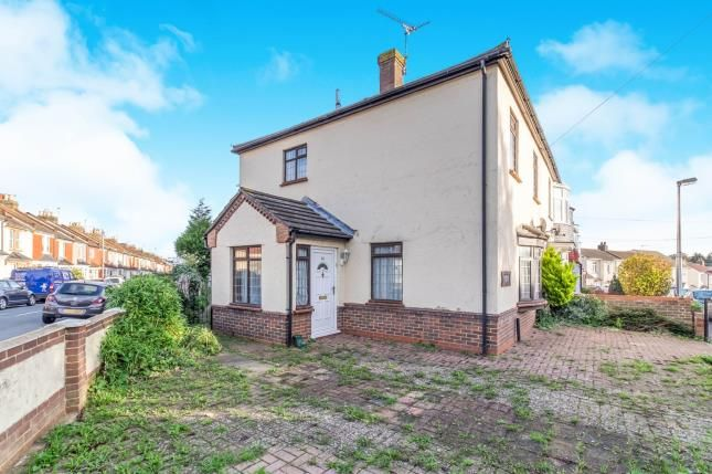 Thumbnail End terrace house for sale in Wyles Road, Chatham, Kent
