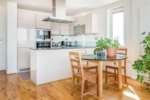 3 bed flat to rent in Tyssen Street, London