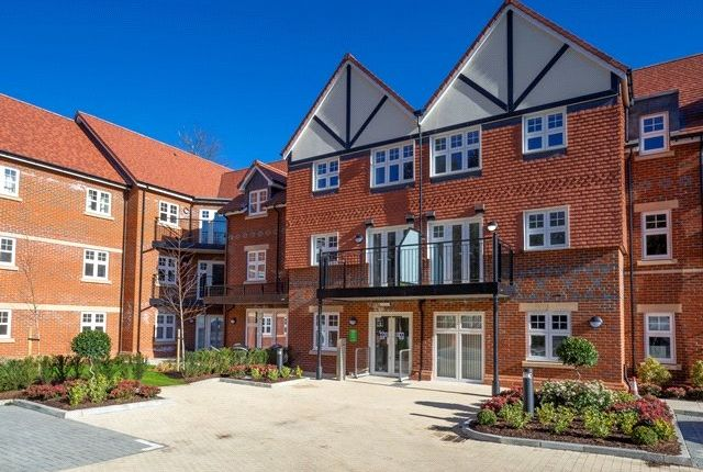 Thumbnail Flat to rent in Rutherford House, Marple Lane, Chalfont St. Peter, Gerrards Cross
