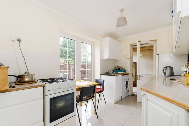 3 bed property for sale in Crowther Avenue, Brentford