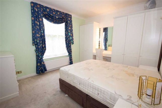 2 bed flat to rent in Roxeth Hill, Harrow-On-The-Hill, Harrow