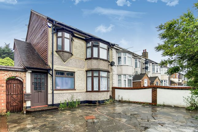 2 bed maisonette to rent in Station Parade, South Street, Romford RM1