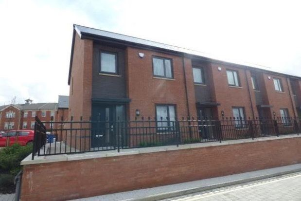 3 bed end terrace house to rent in Silk Close, Stockport SK1