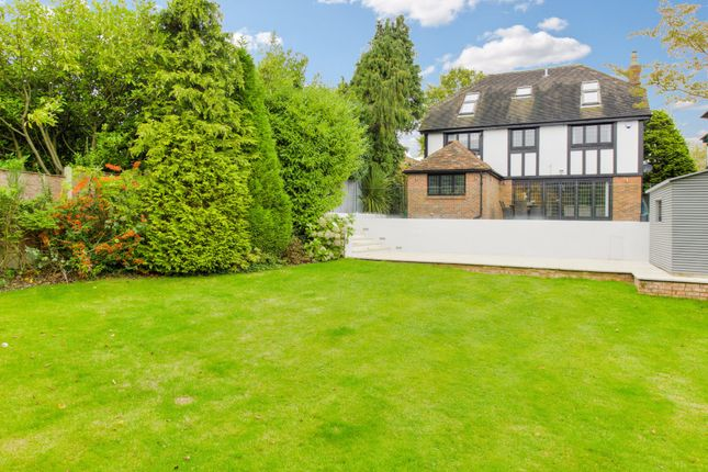 Thumbnail Detached house for sale in East Ridgeway, Cuffley, Potters Bar