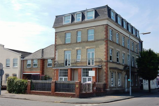 Thumbnail Flat to rent in Carnarvon Road, Clacton-On-Sea