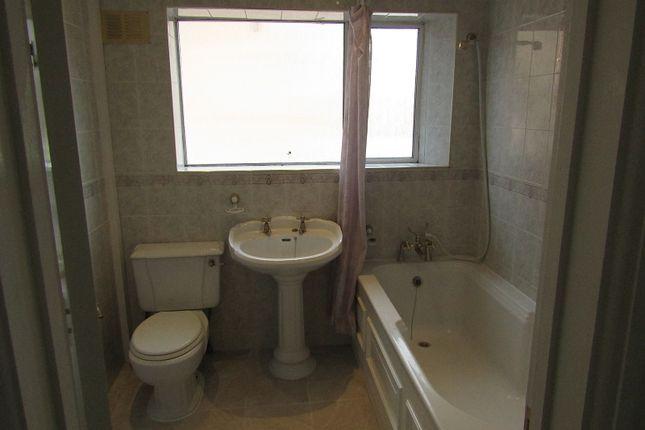 Bathroom 2 of Wolmer Gardens, Edgware, Greater London. HA8