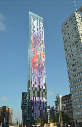 Thumbnail Flat for sale in Pinnacle Apartments, Saffron Square, Croydon