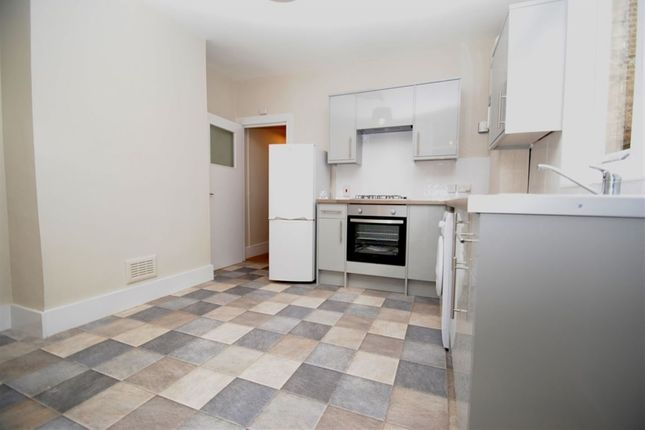 Thumbnail Flat to rent in Leahurst Road, London