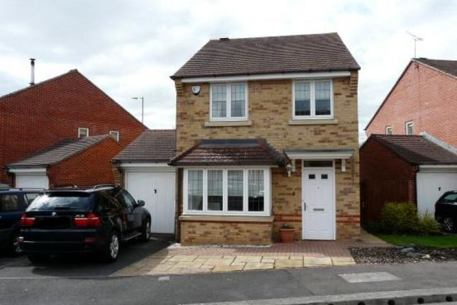 Thumbnail Detached house to rent in Cottrell Close, Hungerford