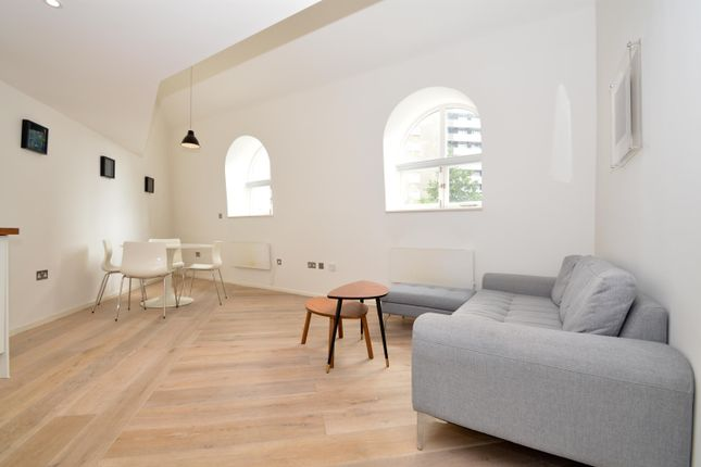2 bed flat to rent in City Garden Row, London