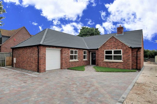 Thumbnail Bungalow for sale in The Bungalow, Doddington Road, Stubton