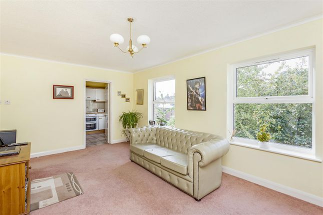 Thumbnail Flat for sale in Paxton Road, London