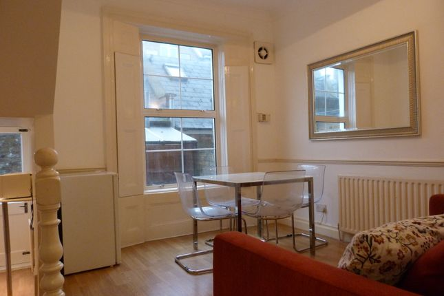 Flat to rent in Great Western Road, London