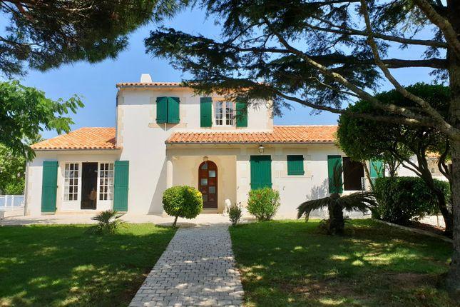 Thumbnail Villa for sale in Sainte-Marie-De-Ré, Charente-Maritime, Nouvelle-Aquitaine