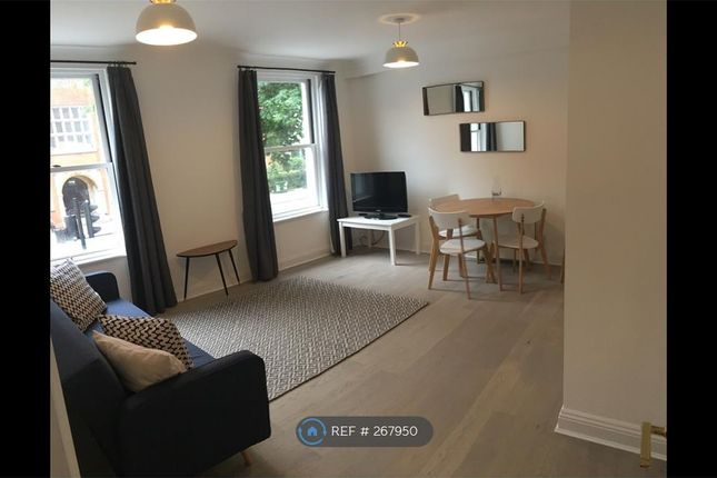 2 bed flat to rent in Clapham Rd, London