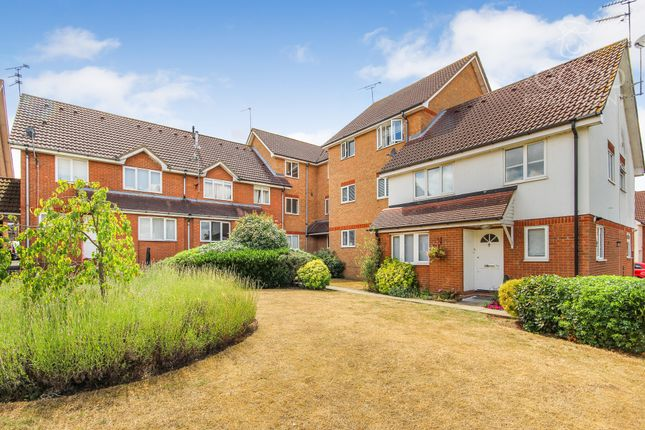Thumbnail Flat to rent in Eagle Close, Waltham Abbey
