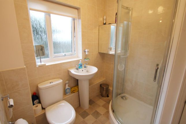 Bathroom: of Herne Court, Richfield Road, Bushey WD23