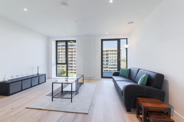 1 bed flat for sale in Thameside House, Royal Wharf, London
