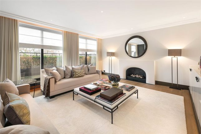 Thumbnail Flat to rent in Chester Square, Belgravia, London
