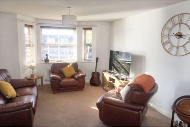 2 bed flat to rent in Trefoil Gardens, Stourbridge DY8