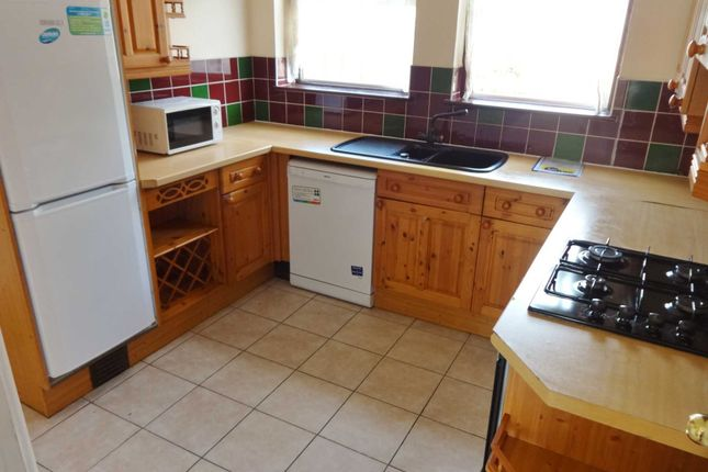 6 bed detached house to rent in Lodge Close, Cowley, Uxbridge