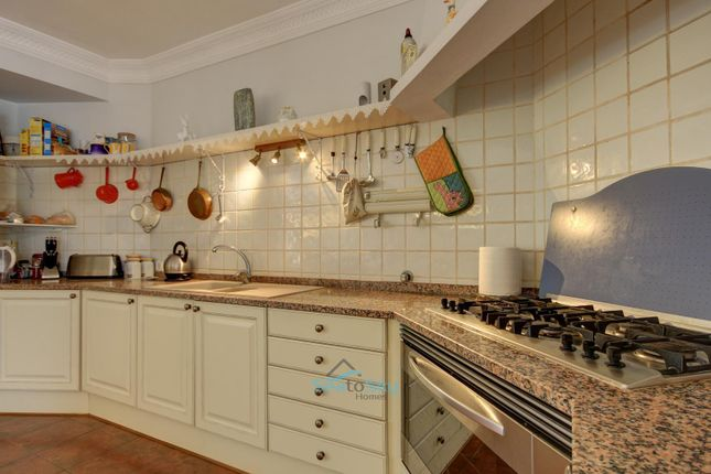 Fitted Kitchen of Mexilhoeira Grande, Algarve, Portugal
