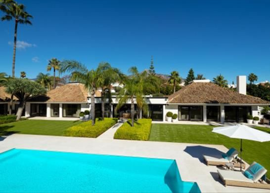 Thumbnail Detached house for sale in Marbella, Málaga, Spain