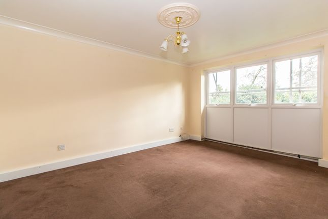 Thumbnail Flat for sale in St. Lawrence Gardens, Leigh-On-Sea
