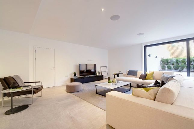 Thumbnail Flat for sale in Pinnacle, Muswell Hill, London