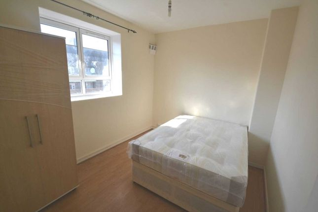 Room to rent in White City Estate, London