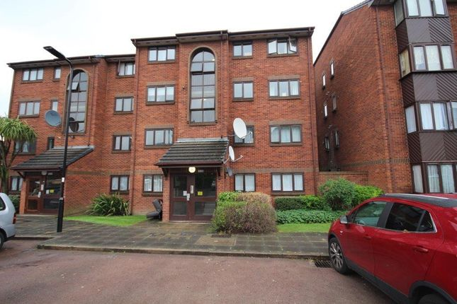 2 bed flat for sale in Cotton Avenue, Acton, London