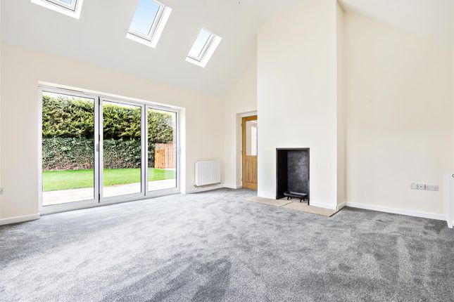 Lounge of Hawthorn Road, Cherry Willingham, Lincoln LN3