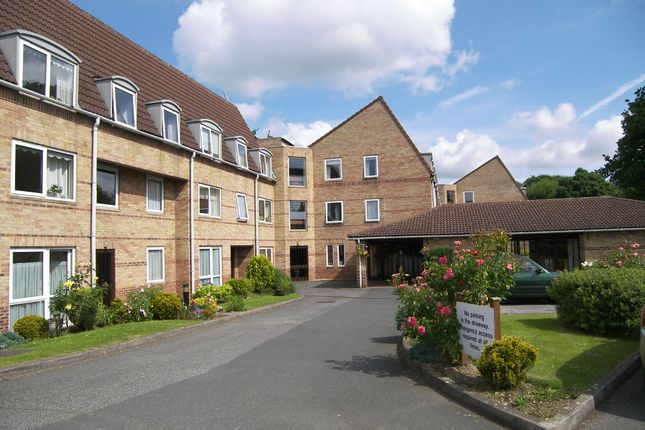 Thumbnail Flat to rent in Homewillow Close, Grange Park
