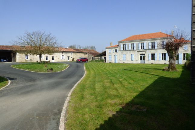 Thumbnail Villa for sale in Tonnay Boutonne, Charente-Maritime, Nouvelle-Aquitaine