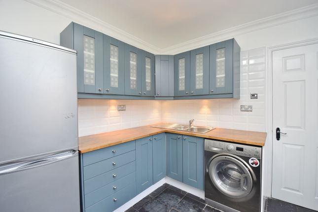 2 bed flat to rent in Camac Road, Twickenham
