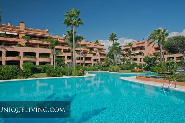 4 bed villa for sale in Puerto Banus, Marbella, Costa Del Sol