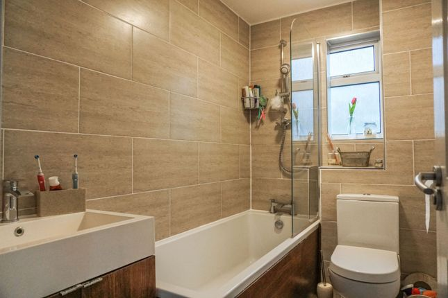 Bathroom of Wavell Close, Yate BS37
