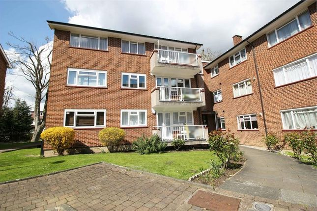 Thumbnail Flat for sale in Springbank, London