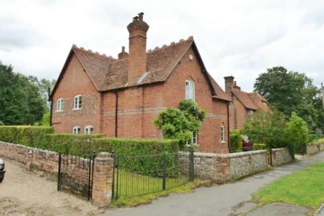 4 bed detached house to rent in Church Road, Little Marlow, Marlow, Buckinghamshire