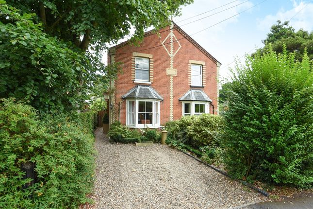 Thumbnail Cottage to rent in New Road, Ascot