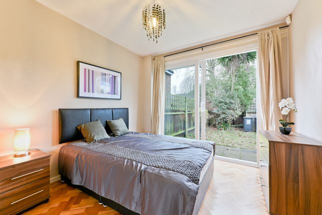 Thumbnail Room to rent in Heathlee Road, London