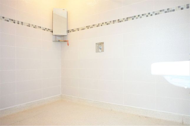 En-Suite of Recreation Avenue, Leigh-On-Sea SS9