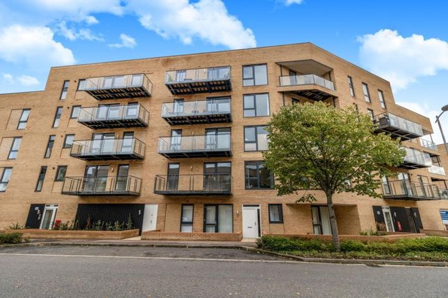 Thumbnail Flat for sale in Hobson Avenue, Trumpington, Cambridge